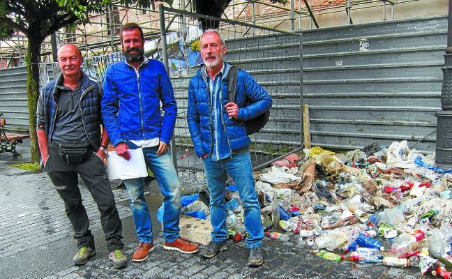 Residuos recogidos en el río Urola, a exposición para concienciar a la gente