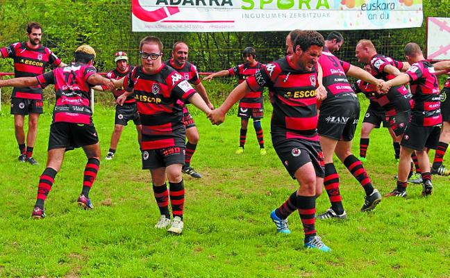 Gran ambiente en Landare en la jornada de rugby inclusivo