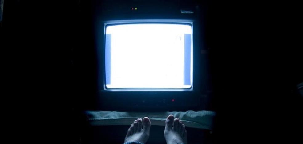Dormir con la televisión encendida engorda