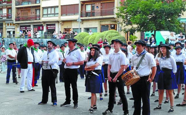 Llamada a los txilibiteros del alarde de armas para comenzar los ensayos en Doinua