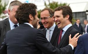 Casado respalda a Alonso para que el PP vasco sea más autónomo y marque su propio perfil en Euskadi