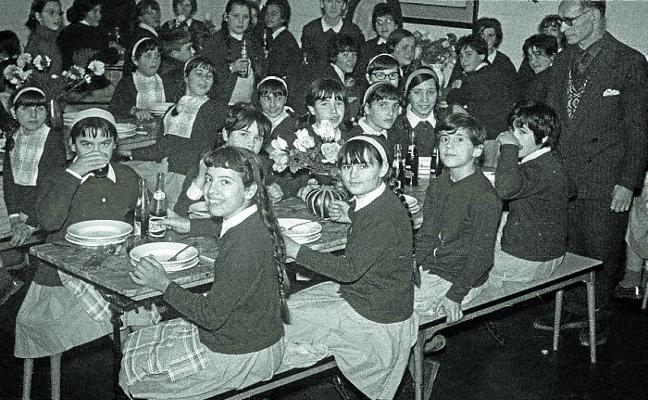 1964 | Sopa, cocido y tercer plato en los comedores escolares