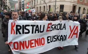 Sindicatos y Kristau Eskola se culpan mutuamente de no dar salida al conflicto de la concertada