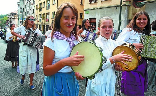 El Sagardo Eguna llega hoy sumergido en las primeras Euskal Jaiak de Lezo