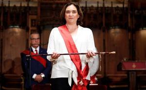La alcaldesa del pueblo pierde la inocencia