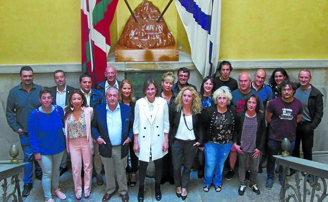 Ubarretxena fue investida alcaldesa con los votos de PNV y PSE en un pleno sin sorpresas