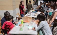 Encuentro artístico con tintes solidarios en la plaza Gipuzkoa