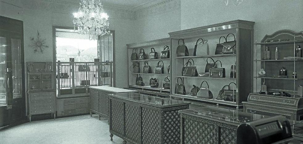 1969 | Hallado «un bolso conteniendo un monedero y una mantilla»