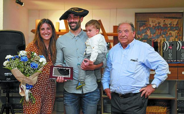 Aitor Gorrotxategi recibió un bonito homenaje en Xalaparta