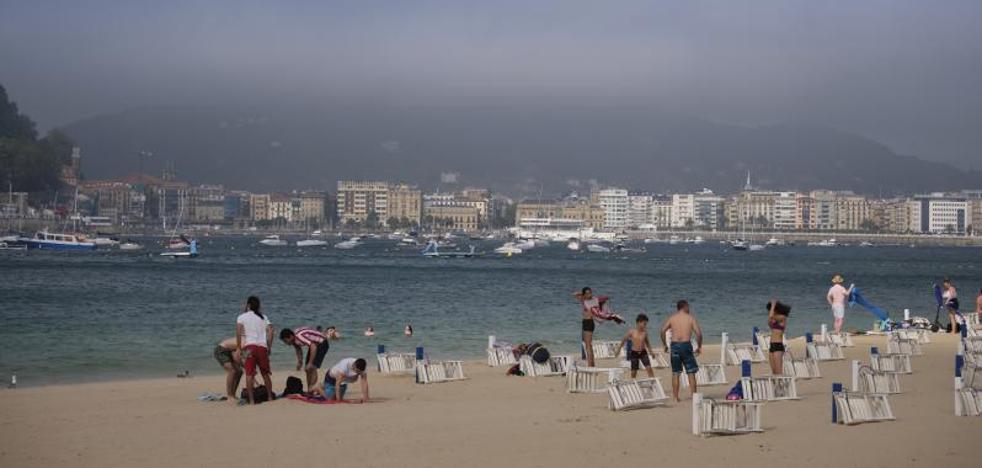 Los termómetros caen diez grados en Donostia en menos de una hora y ocho en Zarautz en veinte minutos