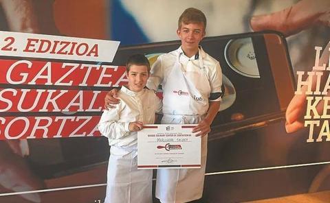 Ekhi Mate y Asier Olano, de la Ikastola Andramendi, ganadores del concurso 'Sukaldean Sortzaile'