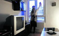 LAB propone un convenio colectivo para las empleadas del hogar