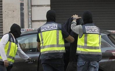 La policía asesta el mayor golpe a las redes que financian el retorno a Europa de yihadistas