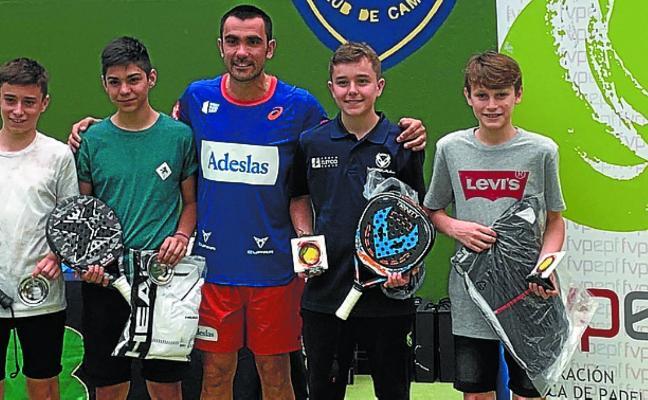 Deportistas del club de pádel de Goierri, podio en el campeonato de Euskadi