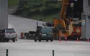 Fallece un hombre de 85 años tras caer con su coche por un terraplén en Añorga