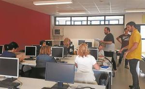 El alumnado de La Salle Berrozpe forma a comerciantes en nuevas tecnologías