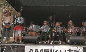 Ameikutz musika eskolaren herri lana