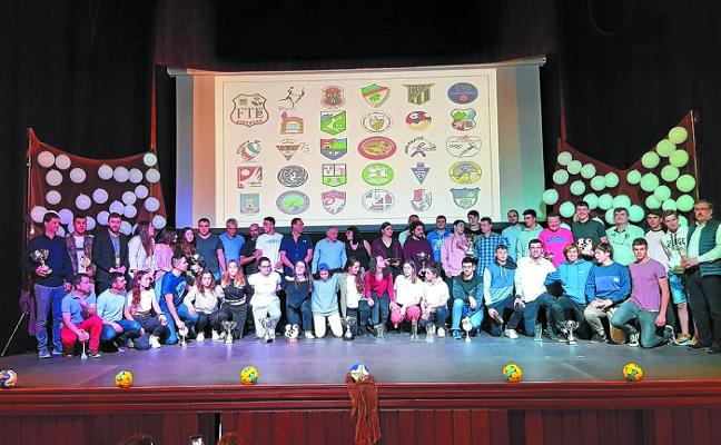 El balonmano guipuzcoano cierra la temporada con una gala festiva