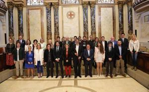 Goia cobrará 86.097 euros brutos anuales y los once concejales delegados, 70.692 euros