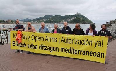 Denuncian el bloqueo que mantiene en puerto al barco guipuzcoano 'Aita Mari'