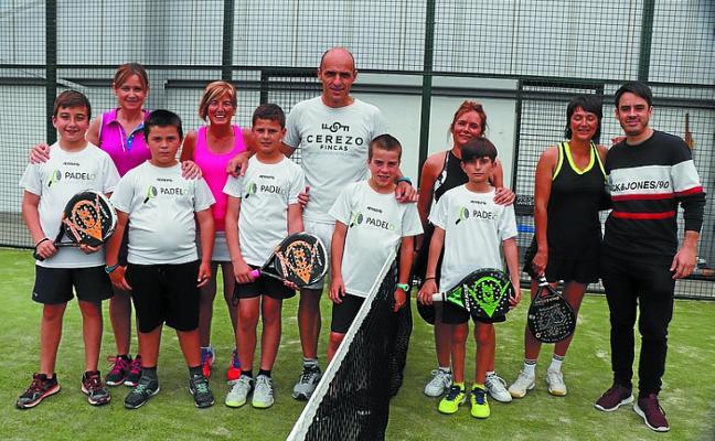 Urko Sagastibeltza y Xabi Ansa y las hermanas Fernández Zumeta ganan el torneo de pádel