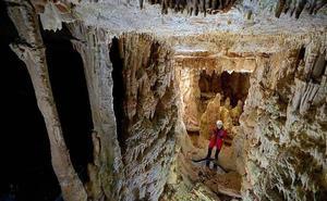 Viaje al centro de la Tierra en la Cueva de los Franceses