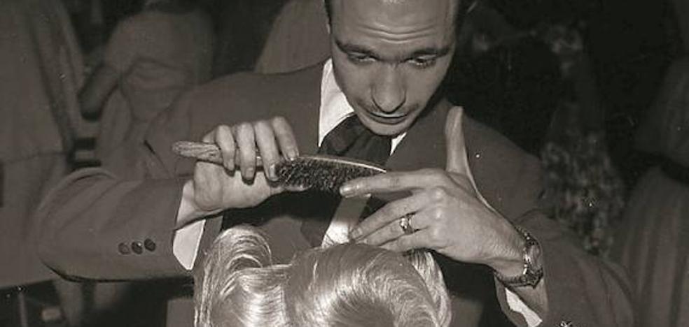 1959 | «Modelar una fantasía sobre la cabeza de la señora»