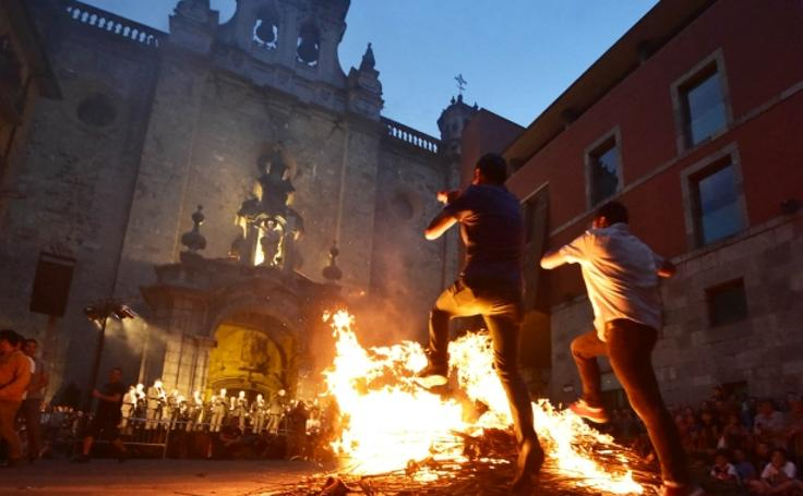 Hoguera de San Juan en Tolosa, en imágenes