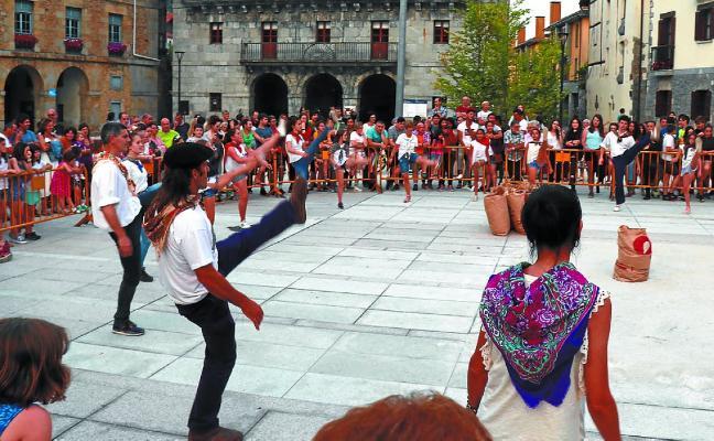 Festa giroan inauguratu zen plaza berritua