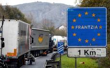 La Comisión Europea hará un seguimiento de las colas en la frontera de Irun