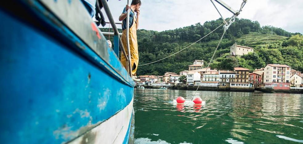 El puerto de Pasaia estudia ampliar el acceso y el calado para permitir que atraquen barcos de mayor tamaño
