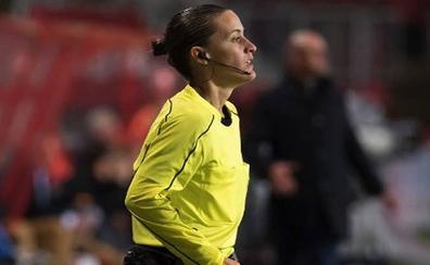 Guadalupe Porras, la primera árbitra asistente en la máxima categoría