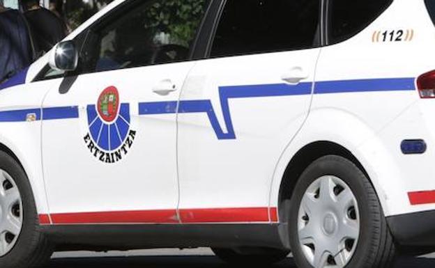 Detenido un joven en Irun acusado de hurtar carteras y teléfonos móviles