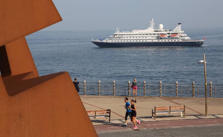 El crucero 'Sea Dream I' llega a Donostia