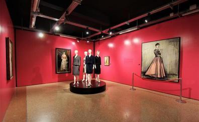 'El siglo de Balenciaga' triunfa en Baiona antes de viajar el próximo año a Moscú