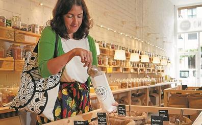 «Con hábitos simples como ir al mercado te puedes quitar cada semana mucho plástico»