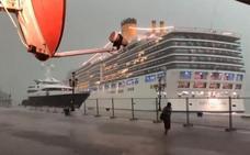 Un crucero pierde el control en plena tormenta y siembra el pánico en Venecia