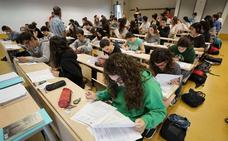 Los estudiantes vascos que buscan empleo han caído un 30 % en el último año