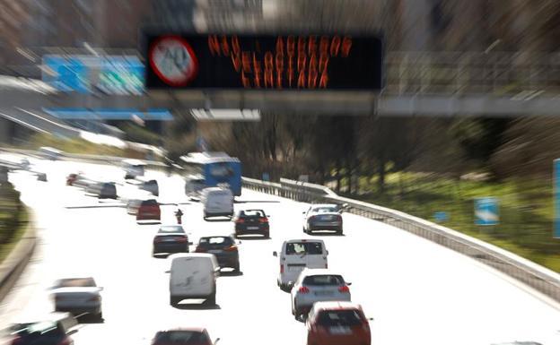 ¿Cuántos kilómetros puedes hacer con el coche en reserva? ¿Te multan si se para en carretera?