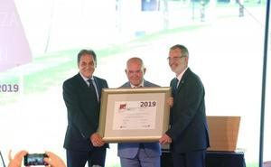Juan Ignacio Pérez recibe el Premio Eusko Ikaskuntza