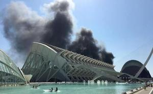 Controlan el incendio que ha obligado a evacuar el Oceanogràfic de Valencia