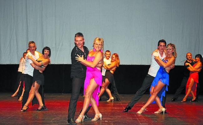 Espectáculo de bailes de salón en la segunda jornada de Azpeitia Dantzan