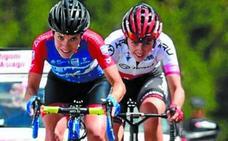 Van Vleuten deja el Giro temblando y Santesteban sube a la duodécima plaza