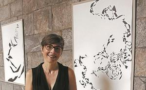 El claustro acoge la exposición artística de Iratxe Hdez. Simal
