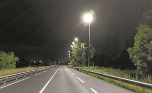 Renovada la iluminación en la carretera del aeropuerto
