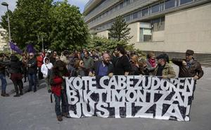 El juez procesa al fotógrafo Kote Cabezudo al apreciar indicios de que cometió 47 delitos