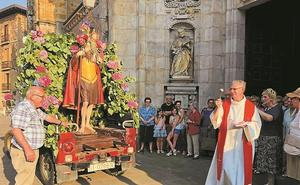 Claxones, flores, bendición de vehículos y una cena para celebrar San Cristóbal
