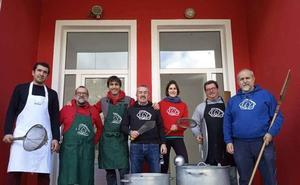 El proyecto Zaporeak cumple seis meses «alimentando la dignidad» de los refugiados en Lesbos