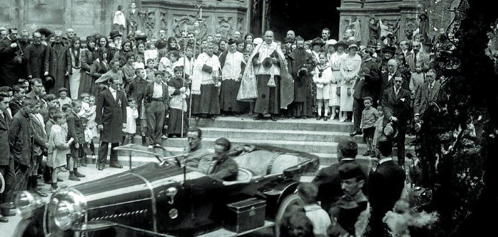 1919 | Primera bendición de automóviles en la ciudad