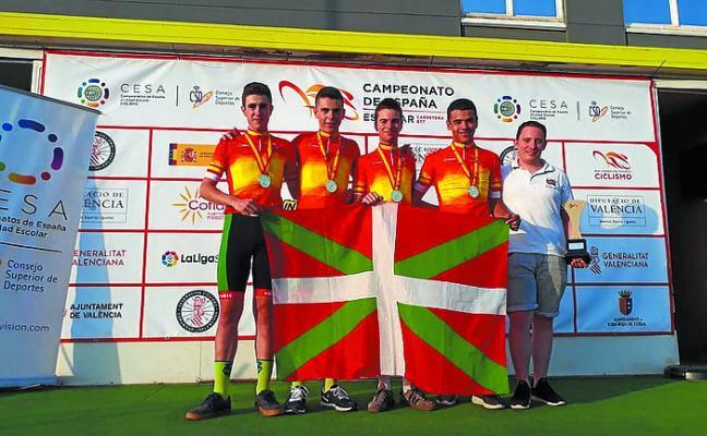 Aimar Galdos, campeón de España cadete de contrarreloj por equipos